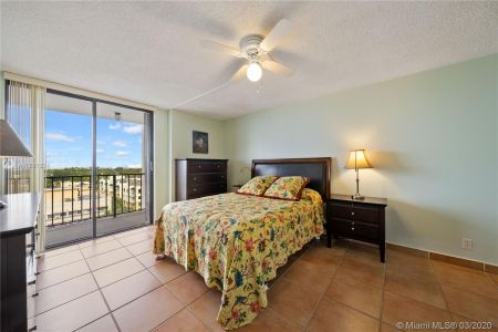 2625 Collins Ave #909 photo09
