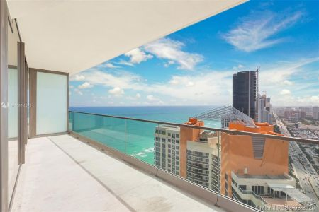18975 Collins Ave #3605 photo014