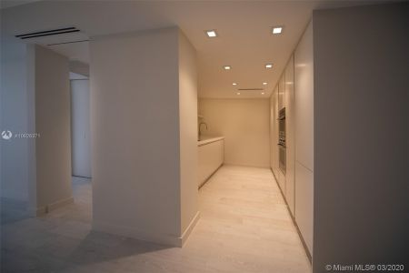 5700 Collins Ave #7A photo021